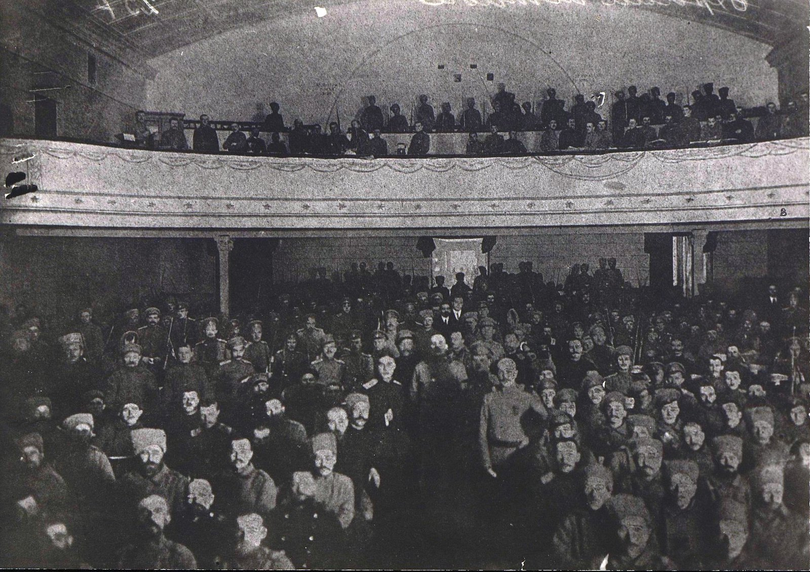 06. Февраль. Войска на митинге в театре