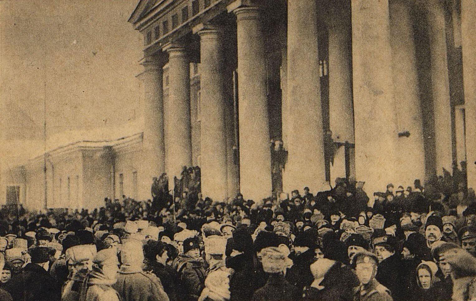 02. Дни революции в Петрограде. Первый митинг у Таврического дворца