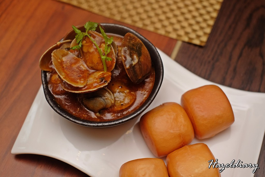 Food Capital - Grand Copthorne Waterfront Hotel -Clam with Chili Crab