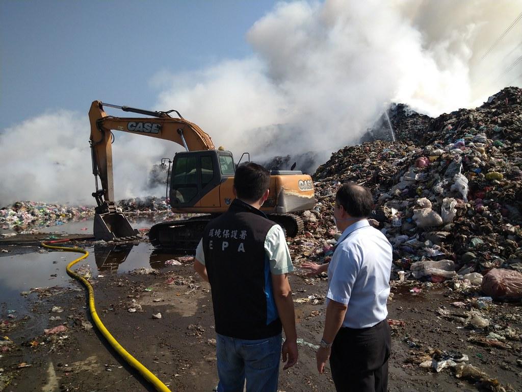 環保署督導草屯掩埋場火災善後工作。照片提供:環保署