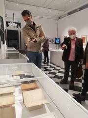 Visita guiada a la exposición 'Los Nuestros. Un puente de palabras' en Huelva (2)