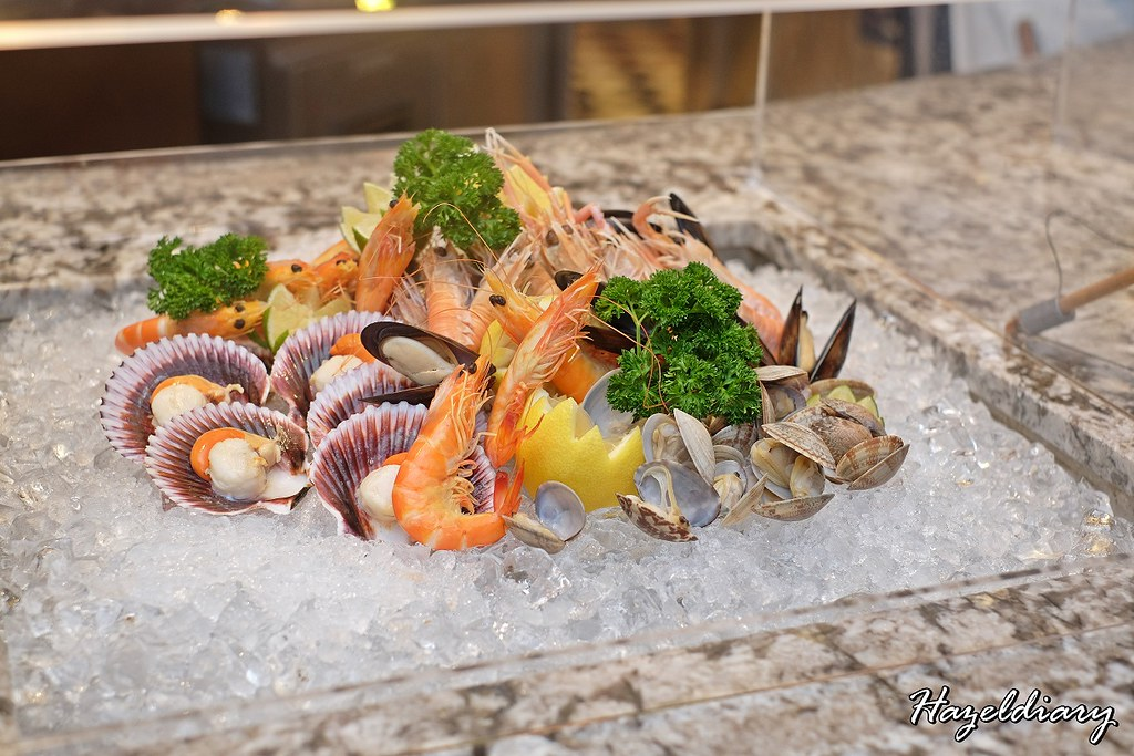 Food Capital At Grand Copthorne Waterfront Hotel -Seafood on Ice