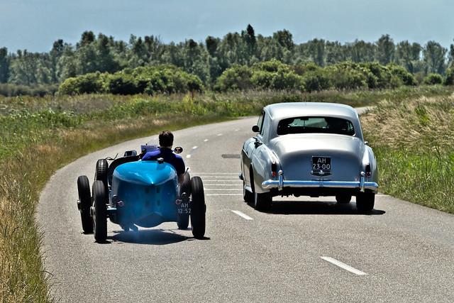 Bugatti 35 C versus 1960 Rolls-Royce Silver Cloud II (3890)