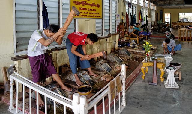 Martelage des feuilles d'or à Mandalay