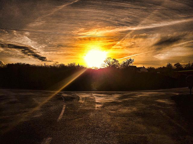 Coucher de soleil sur l'asphalte, Sunset on the asphalt