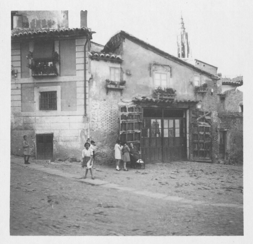 Carpintería de Modesto de la Cuerda en la Plaza de santa Isabel hacia 1933. Fotografía de Fernando García Mercadal © Fundación Arquitectura COAM