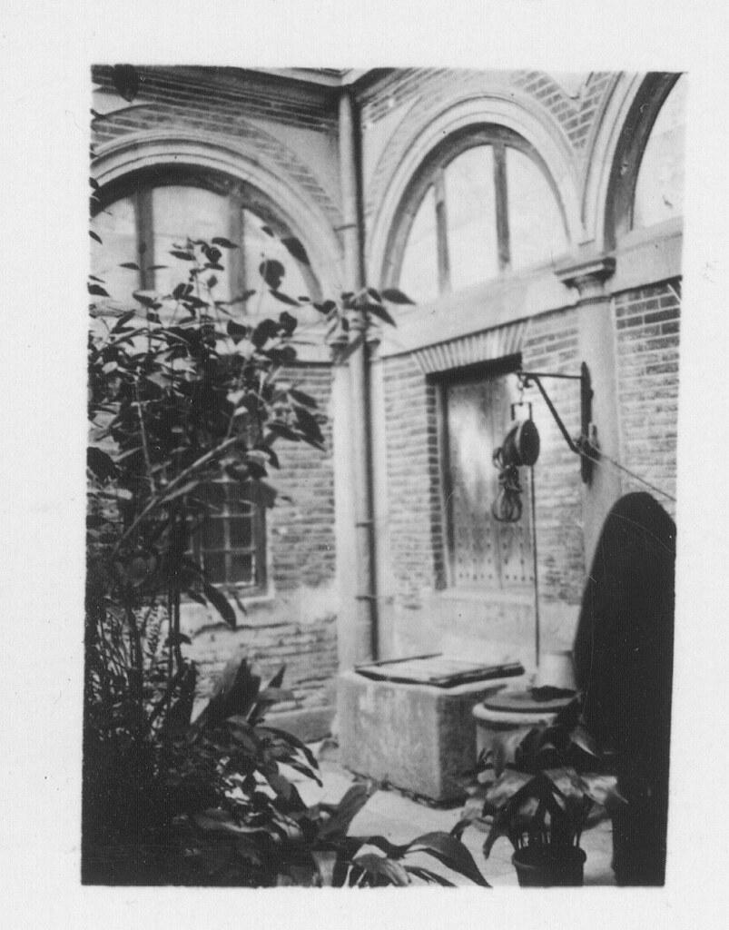Patio de un convento en Toledo hacia 1930. Fotografía de Fernando García Mercadal © Fundación Arquitectura COAM