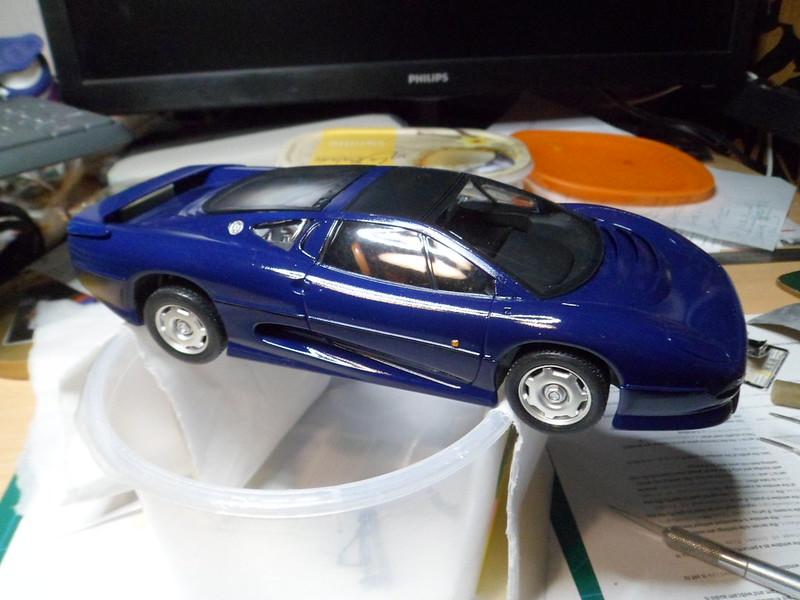 *Montage pas-à-pas* Jaguar XJ 220 [Revell 1/24] - Page 4 50638190028_05aefe4241_c