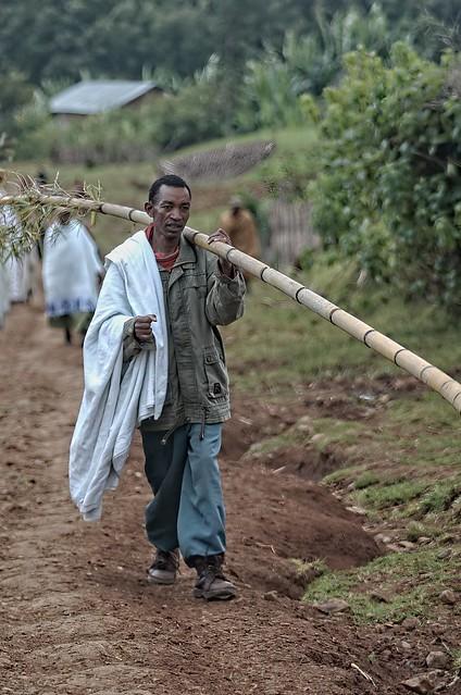 Ethiopia - Chencha - wamlking man