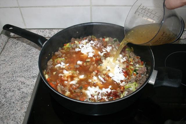 23 - Deglaze with vegetable broth / Mit Gemüsebrühe ablöschen