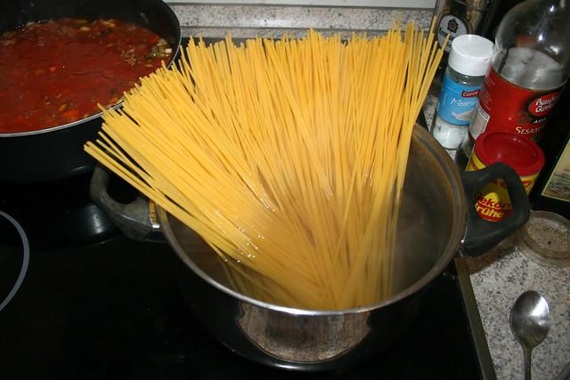 27 - Cook spaghetti / Spaghetti kochen
