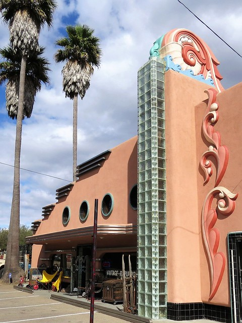 Morro Bay: Art Deco Building