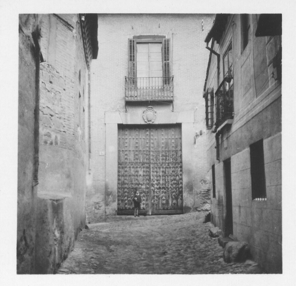 Portada en la Bajada de San Justo hacia 1933. Fotografía de Fernando García Mercadal © Fundación Arquitectura COAM