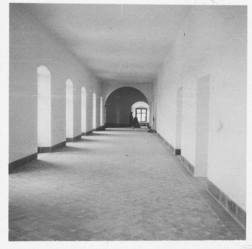 Galerías del Hospital de Santa Cruz en su conversión a Museo hacia 1933. Fotografía de Fernando García Mercadal © Fundación Arquitectura COAM