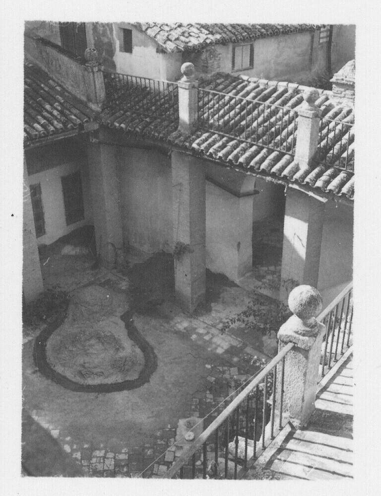 Patio del convento de Santo Domingo el Real en los años 30. Fotografía de Fernando García Mercadal © Fundación Arquitectura COAM