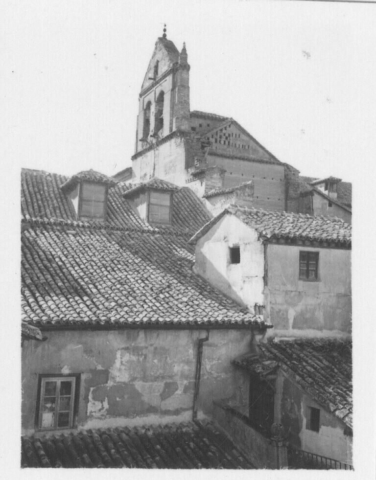 Espadaña del Convento de Santo Domingo el Real en los años 30. Fotografía de Fernando García Mercadal © Fundación Arquitectura COAM