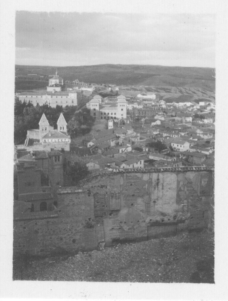 Vista del Arrabal desde la zona de los conventos (entre Santa Clara y los Carmelitas) hacia 1933. Fotografía de Fernando García Mercadal © Fundación Arquitectura COAM