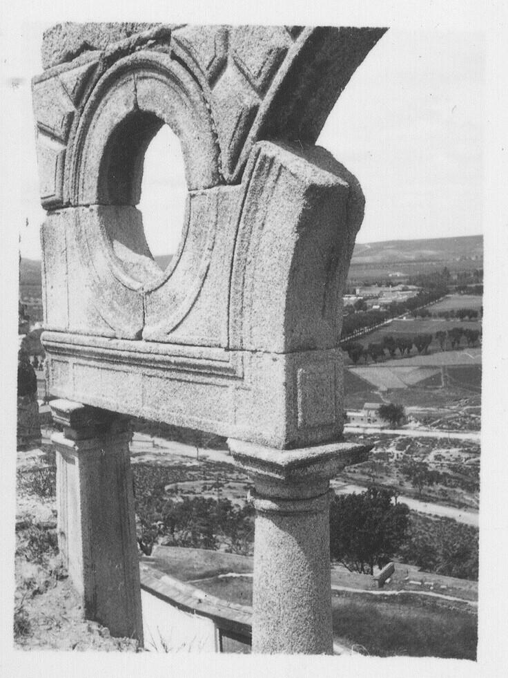 Ruinas del Palacio de los Vargas hacia 1933. Fotografía de Fernando García Mercadal © Fundación Arquitectura COAM
