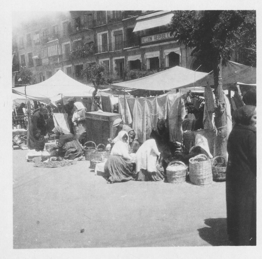 Mercado del martes en Zocodover hacia 1933. Fotografía de Fernando García Mercadal © Fundación Arquitectura COAM