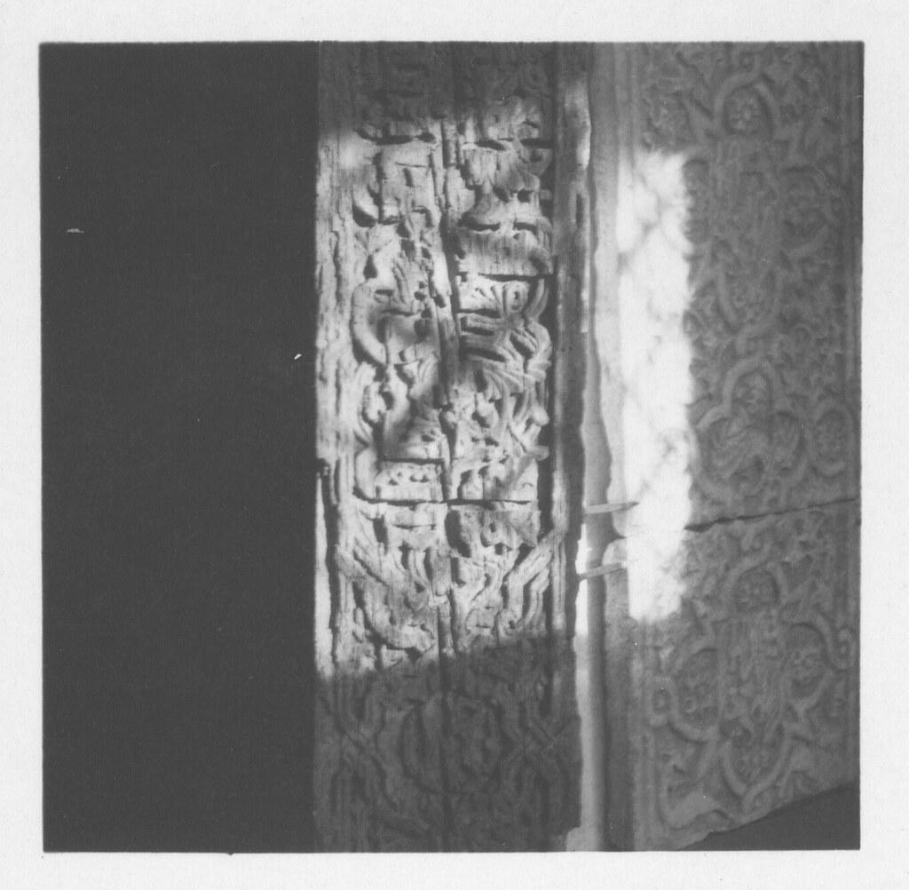 Maderas y piedras talladas, piezas del Museo de Santa Cruz hacia 1930. Fotografía de Fernando García Mercadal © Fundación Arquitectura COAM