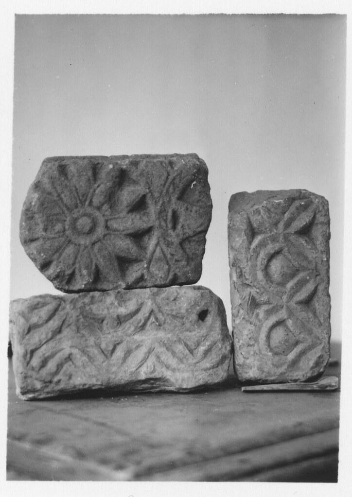 Piedras talladas de origen visigótico en el Museo de Santa Cruz hacia 1933. Fotografía de Fernando García Mercadal © Fundación Arquitectura COAM