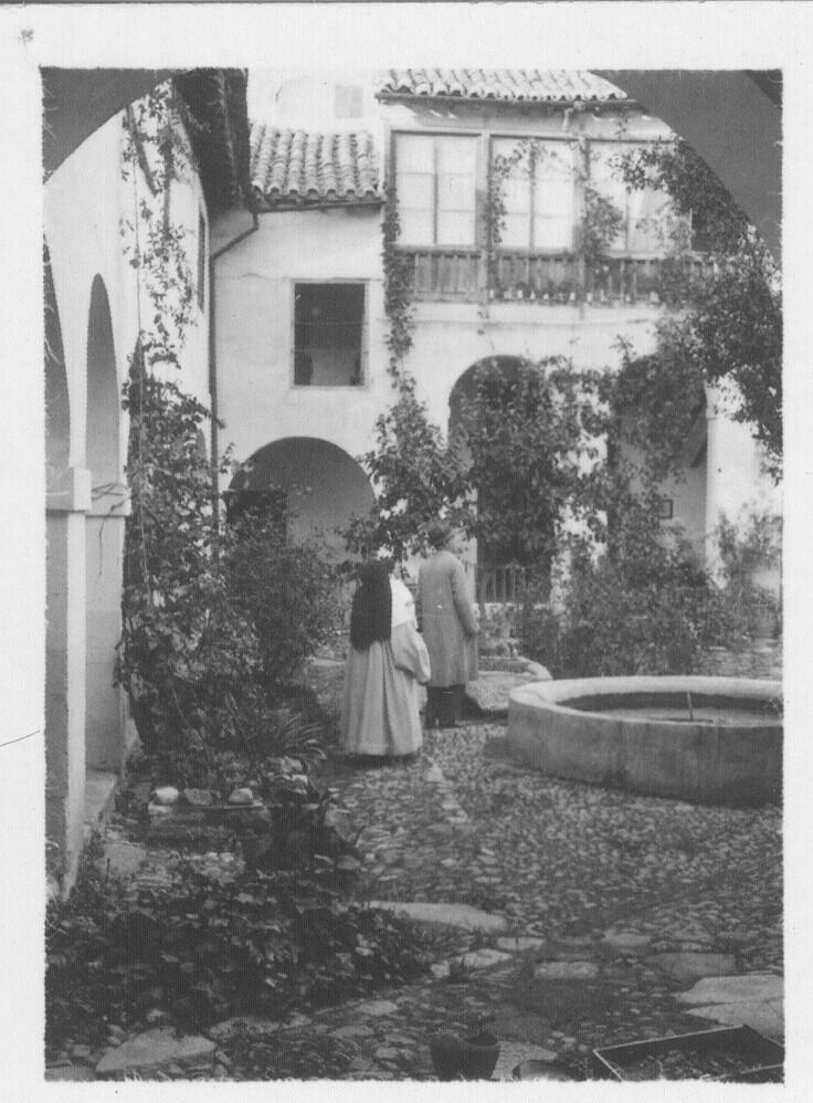 Patio de un convento de Toledo hacia 1933. Fotografía de Fernando García Mercadal © Fundación Arquitectura COAM