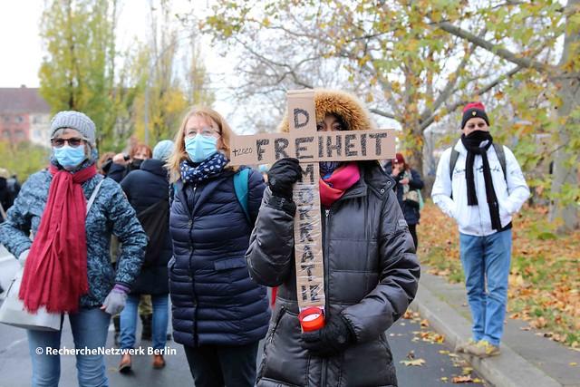 """22.11.2020 Berlin: rechtsoffener """"Schweigemarsch"""" gegen Corona-Infektionsschutz"""