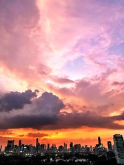 Cotton candy :lollipop: (aka: candy floss for my non US friends) #sunset on fire :fire: last night #bangkok