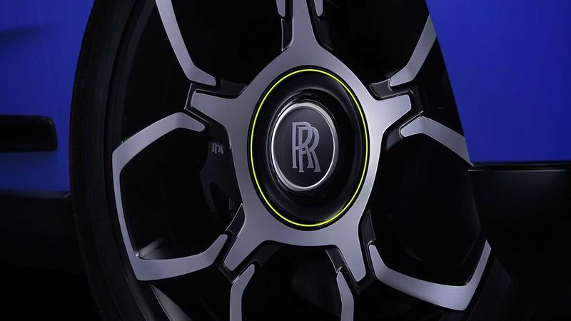 rolls-royce-black-badge-neon-lights (6)