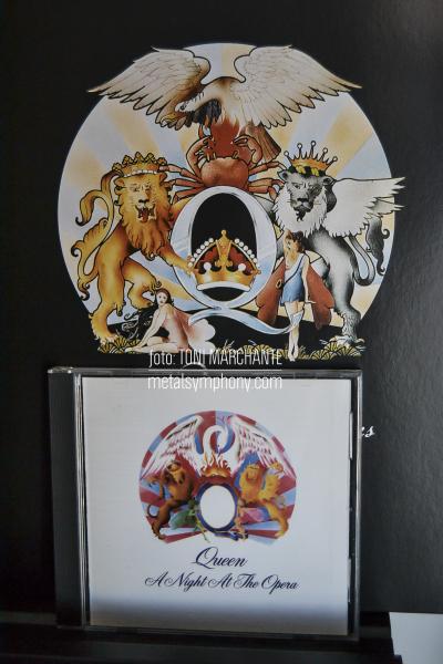 Queen: Blanco sobre Negro o Negro sobre Blanco