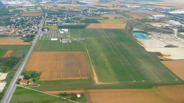 Aérodrome de Saint-Rambert-d'Albon piste en herbe terrain vue aérienne LFLR