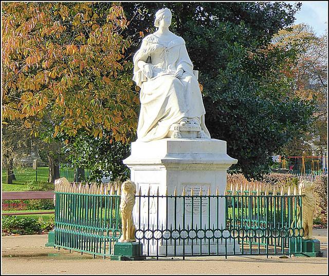 Queen Victoria's Statue ....