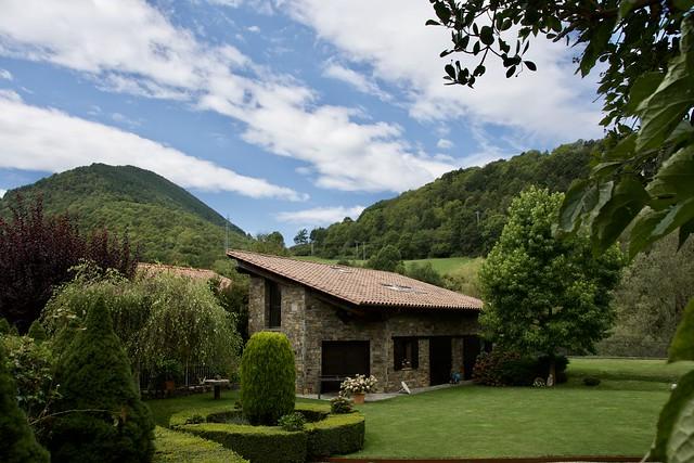 Bon Dimarts de Núvols al jardí amagat de Camprodon,  Ripollès, Girona