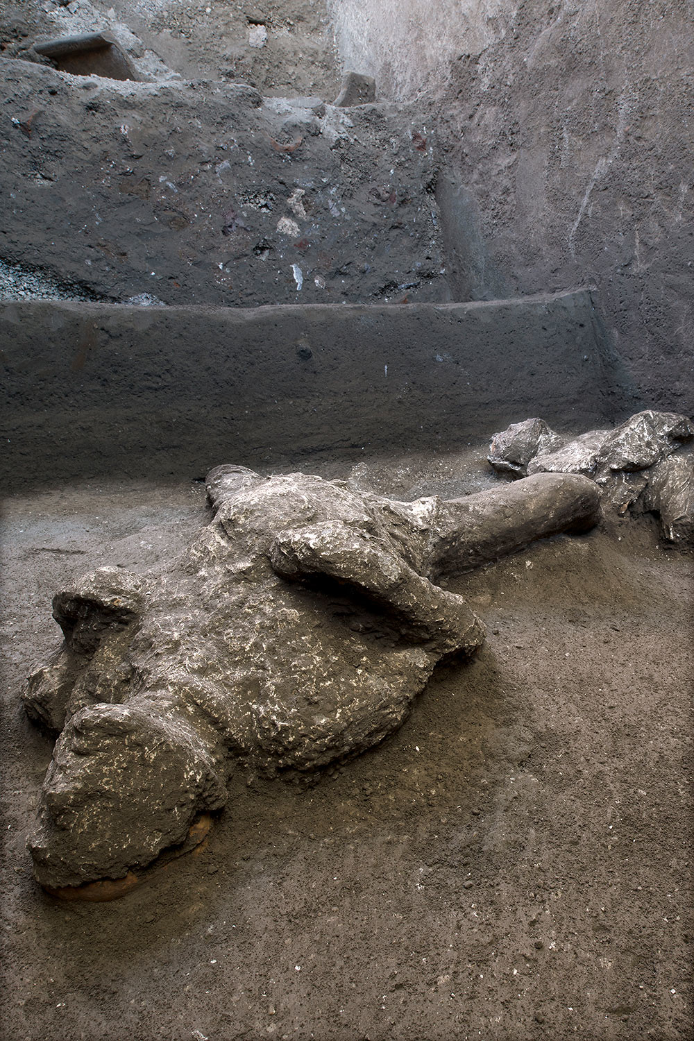 italy-pompeii-ancient-bodies-03