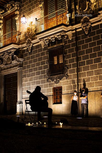 La música ilumina la noche