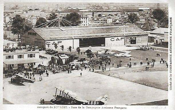 Carte postale Compagnie Aérienne Française Base CAF Le Bourget avions visiteurs foule 1929 hangar buffet