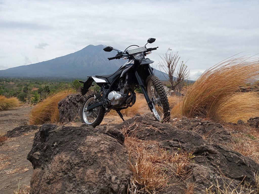 Berwisata riding WR 155 R area Gunung Agung di Bali