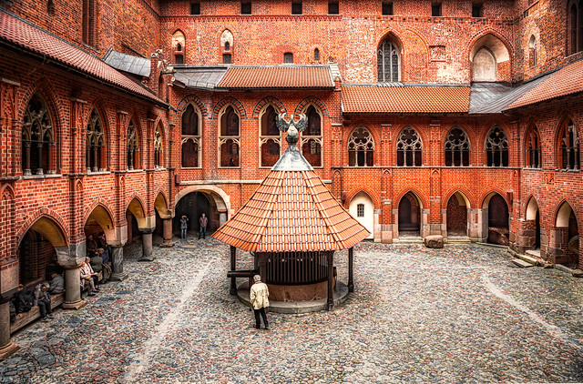 Malbork Castle: view of the well and pelican sculpture in the quad of the Upper castle, Malbork, Poland.  280-Edita
