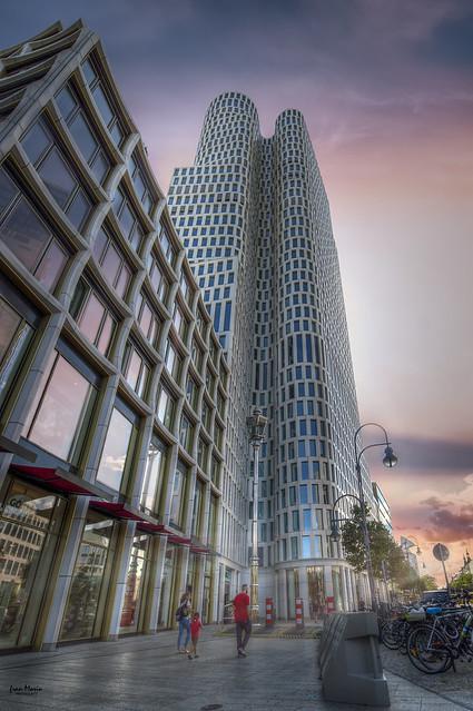 ... La arquitectura es el testigo insobornable de la historia, por que no se puede hablar de un gran edificio sin reconocer en él el testigo de una época, su cultura, su sociedad, sus intenciones... Octavio Paz ...