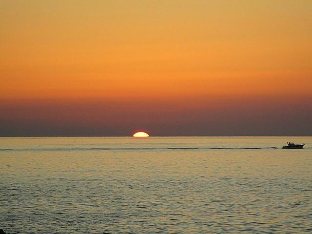 una linea al tramonto