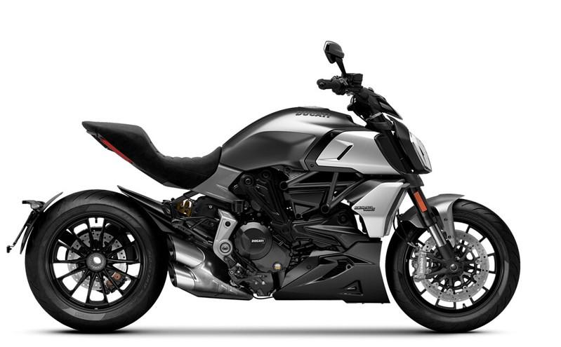 Diavel-1260-Sandstone-Grey-MY20-Model-Preview-1050x650