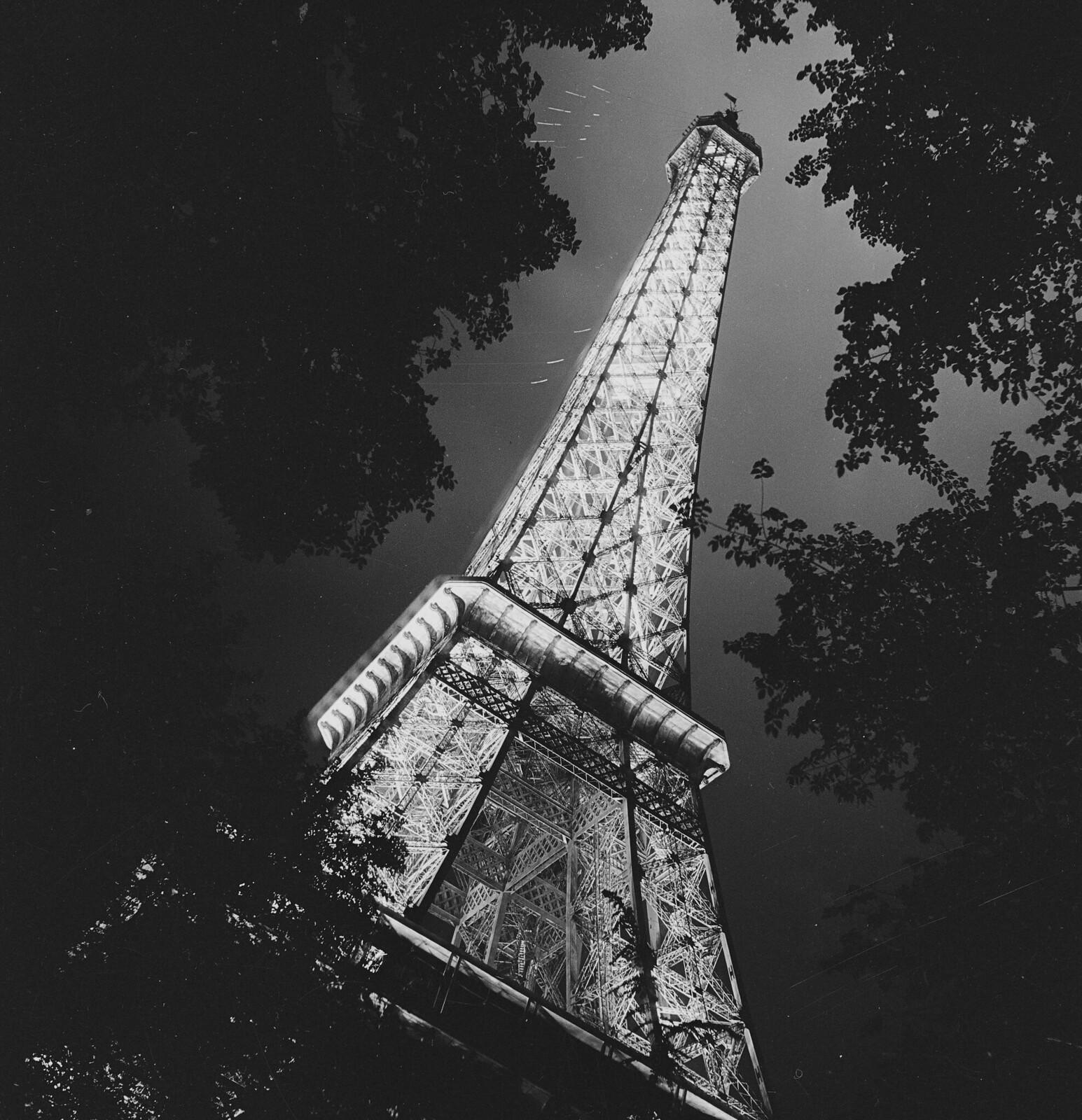 16. 1937. Всемирная выставка. Ночная подсветка Эйфелевой башни