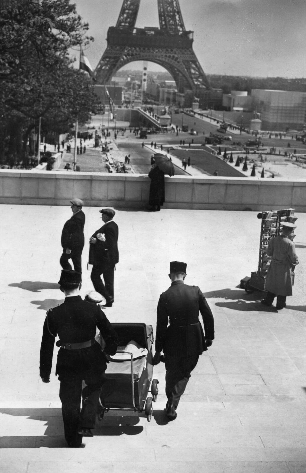 06. 1937. Вид на Эйфелеву башню