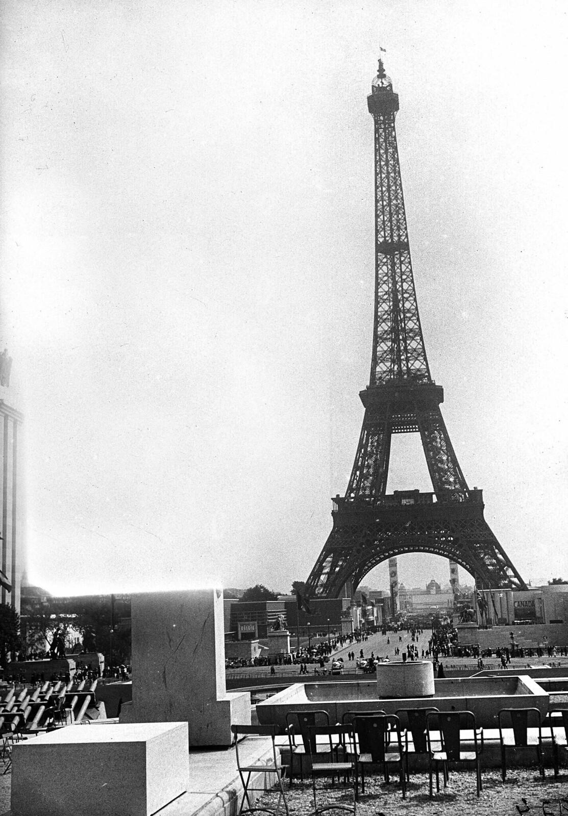 04. 1937. Вид на Эйфелеву башню (2)