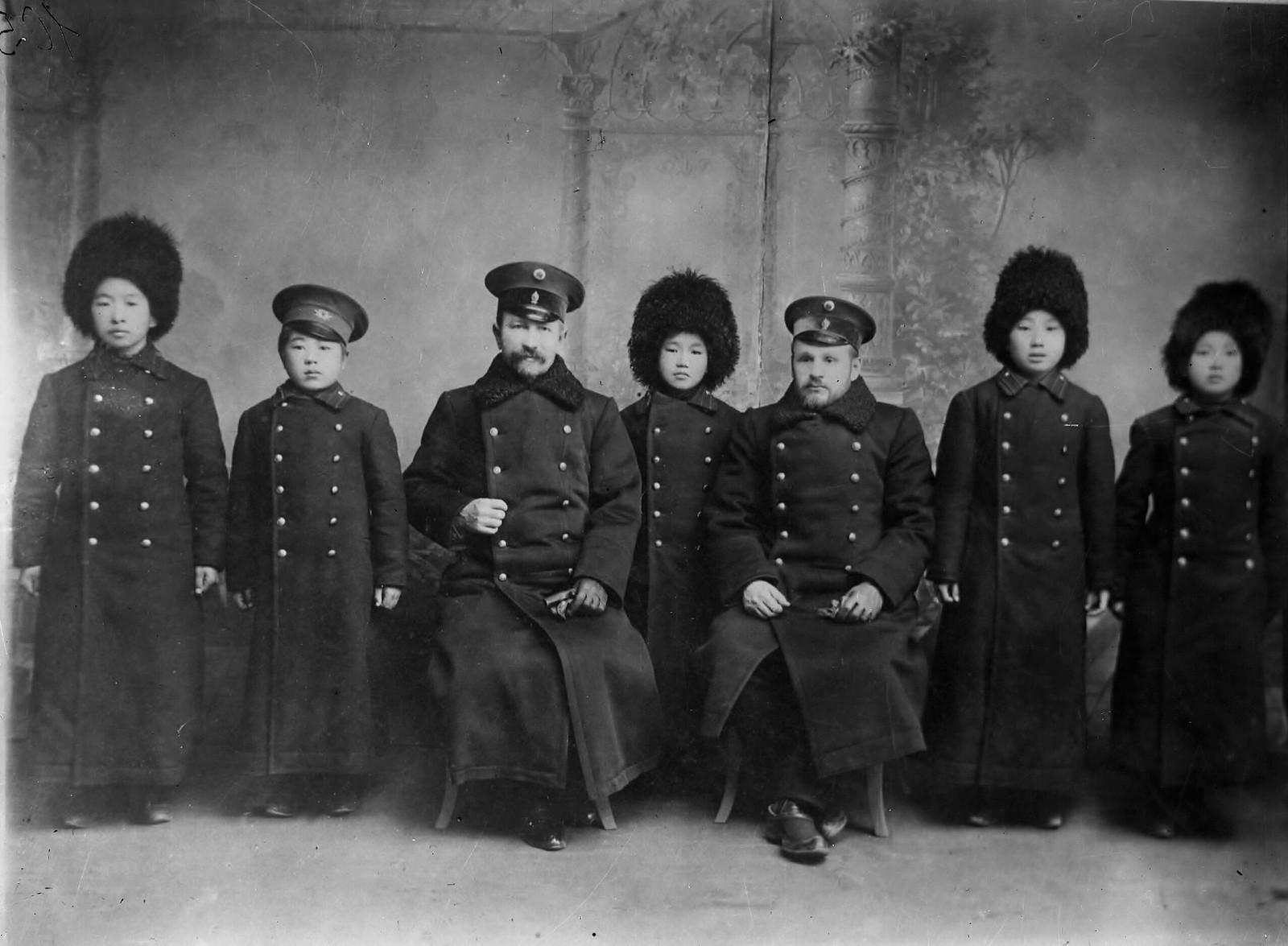 18. 1910-е. Монгольские студенты, обучающиеся вместе с Чойбалсаном в Иркутске