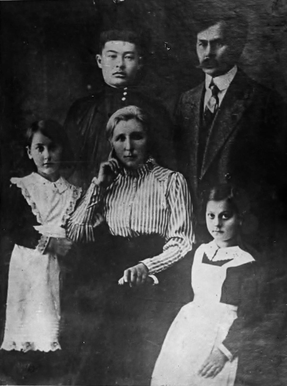 17. 1910-е. Молодой студент Чойбалсан в Иркутске