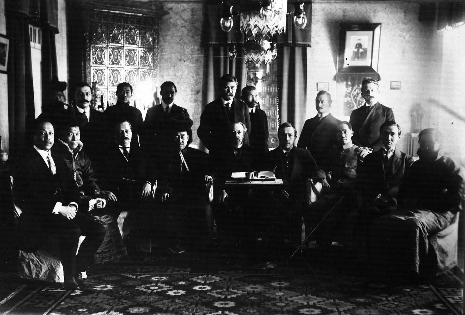 11. 1913. Министр иностранных дел Монголии Ханддорж в России