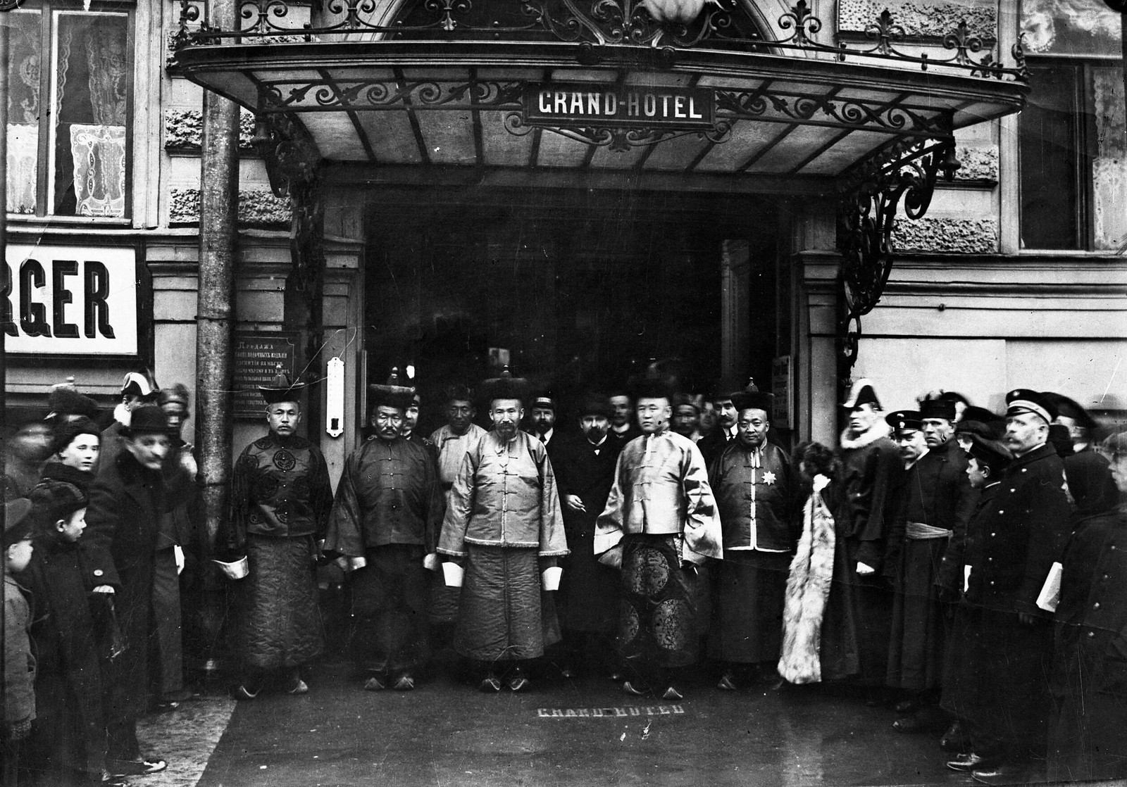 07. 1913. Правительственная делегация Монголии во главе с премьер-министром Намнансурэном в России