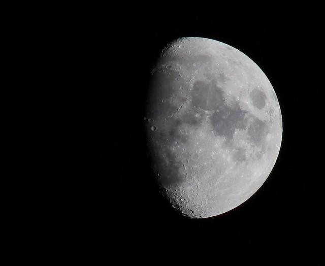 Moon. November 24th 2020 Waxing Gibbous 75.3%