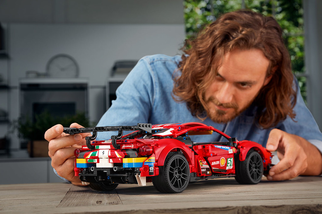 "LEGO 42125 科技系列【法拉利 488 GTE ""AF CORSE #51""】絢麗車身外觀搶眼再現!"